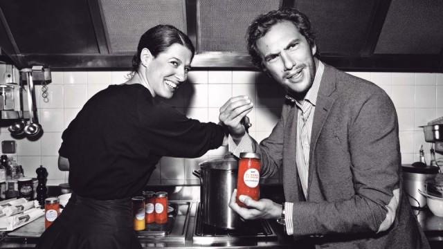 Patrizio Miceli, le fondateur (posant ici avec sa sœur Camille) est spécialisé dans la communication pour marques de luxe ... D'où des campagnes de pub aux petits tomates.